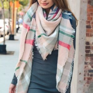 **8/22** LT. PINK | Over-sized Plaid Blanket Scarf